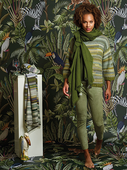 "Sweater ""Gipsy"" Olive, Plaid ""Gipsy"" Olive, Shawl ""Ragged Border"""