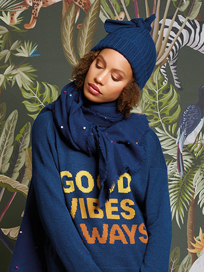 "Sweater ""Good Vibes Always"", Shawl ""Sparkle"", Hat ""Screw"""